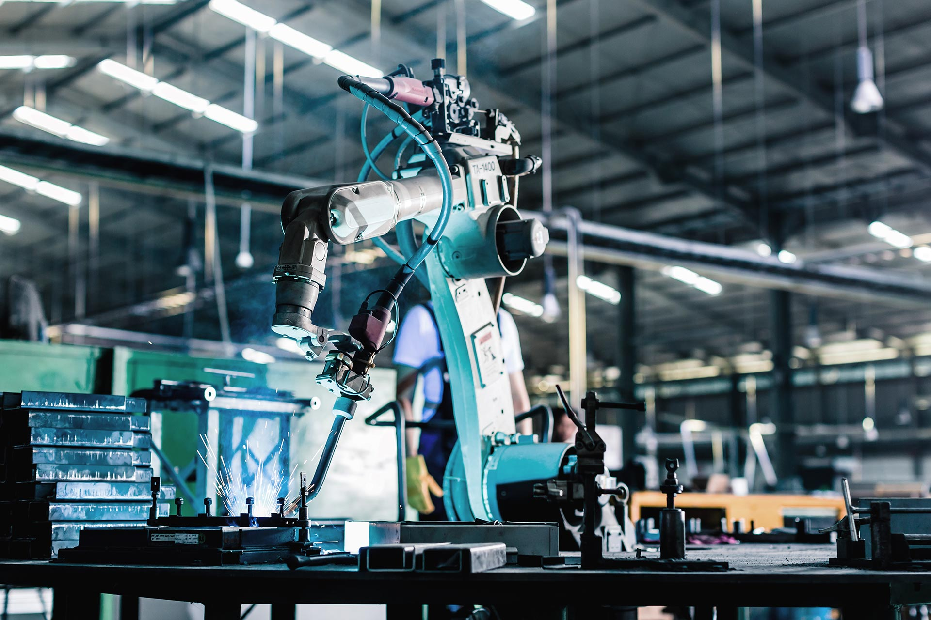 Robot i produktion. Foto: Mostphotos