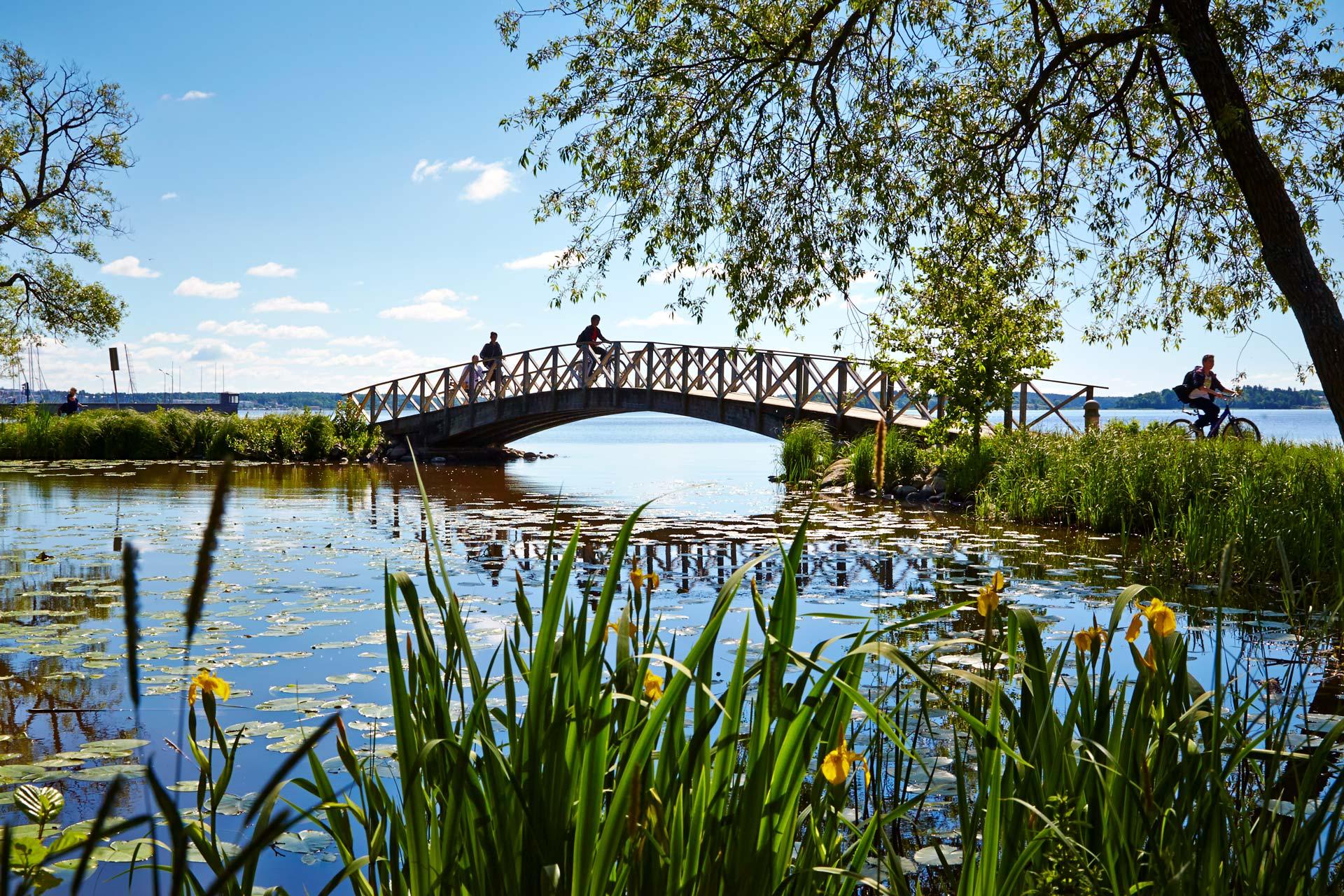 Cyklister på bro vid Mälaren i Västerås. Fotograf: Hans Nordlander