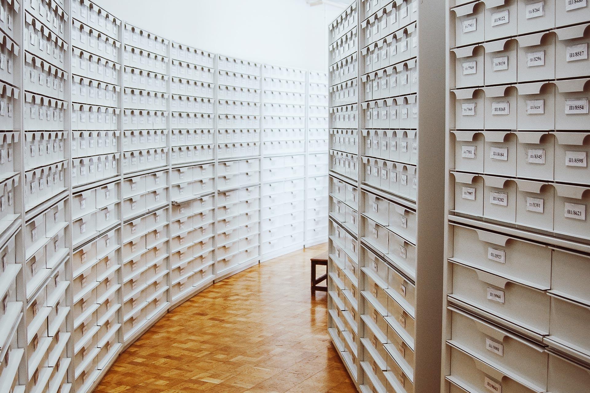 Bild över ett arkiv. Foto: Unsplash